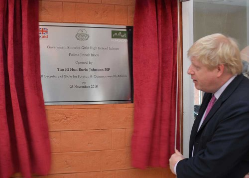 UK Foreign Secretary unveils a commemorative plaque, officially inaugurating the new Fatima Jinnah block.