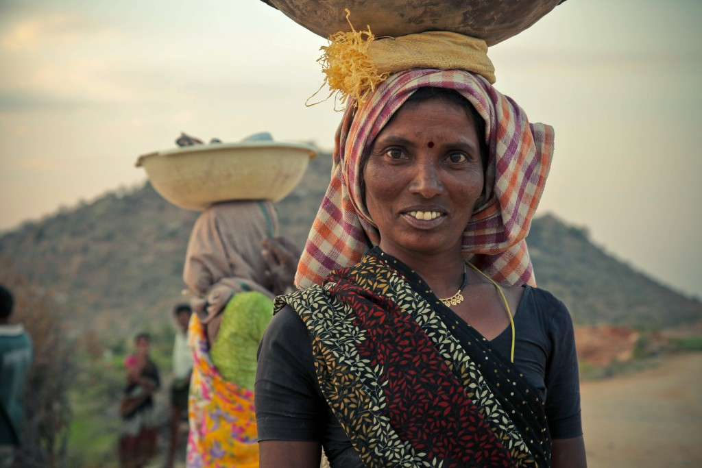 Female trader in Devarakonda, India. Credit: Ron Hansen via Unsplash